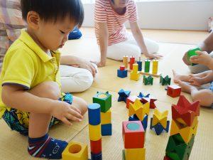 知育玩具遊び